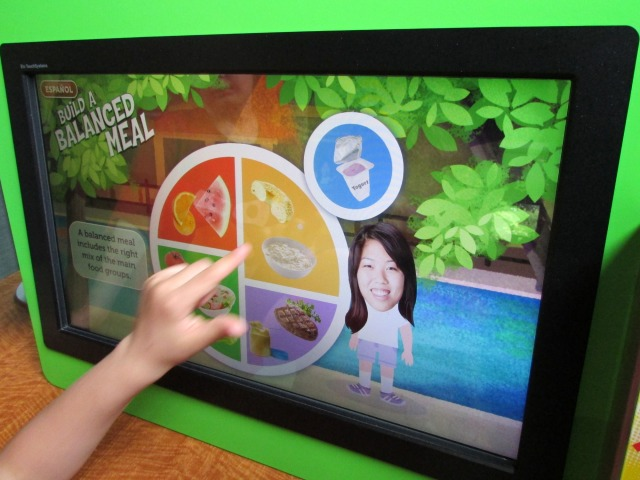 Build a Balanced Meal game at the H-E-B Body Adventure at the Witte Museum | San Antonio Charter Moms