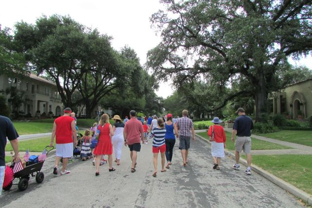 Monte Vista Historical Association 4th of July parade | San Antonio Charter Moms