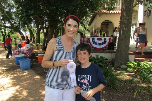 Jacquelyn and Charlie Fagan with third place ribbon for best pie at the Monte Vista Historical Association 4th of July picnic | San Antonio Charter Moms