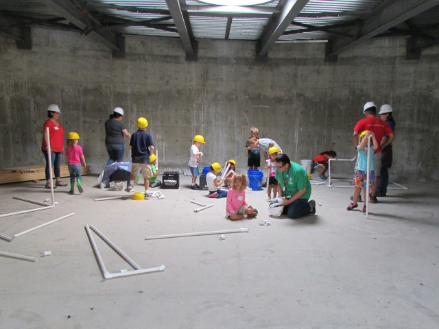 Play Leaders help our kids build while we tour The Do Seum | San Antonio Charter Moms
