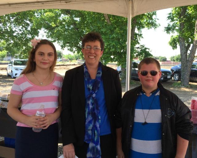 Carpe Diem Westwood Principal Valerie Robertson with future students Casaleah and Seth   San Antonio Charter Moms