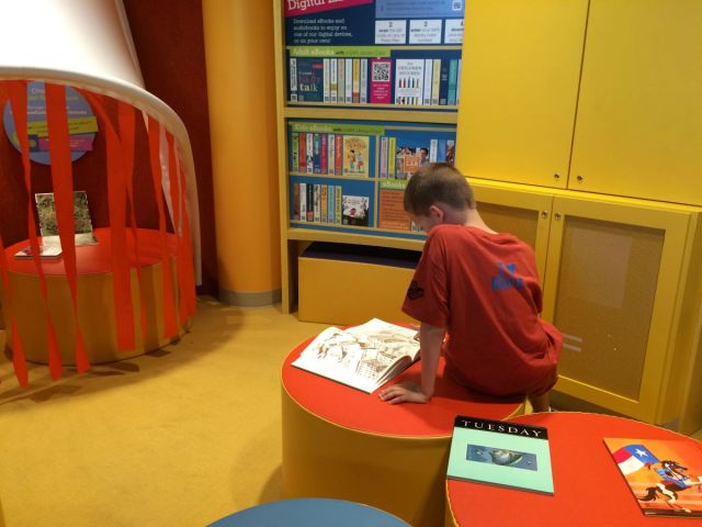 Reading nook Imagine It! The DoSeum children's museum | San Antonio Charter Moms